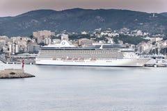 Oceania cruza porto do navio de cruzeiros em Palma no nascer do sol Imagem de Stock