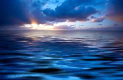 Oceano abstrato e por do sol Imagens de Stock Royalty Free