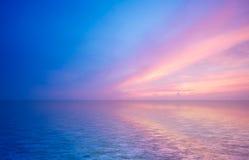 Oceano abstrato e por do sol foto de stock