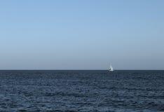Oceano azul agradável Fotografia de Stock
