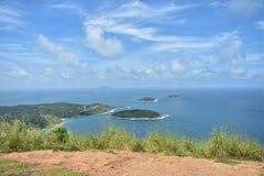 Oceano azul agradável dos azul-céu e curso natural Phuket Tailândia Ásia Fotografia de Stock