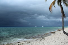 Oceano azul antes da tempestade Cuba Imagens de Stock