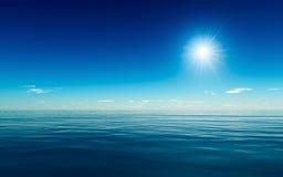 Oceano azul delicado ilustração do vetor