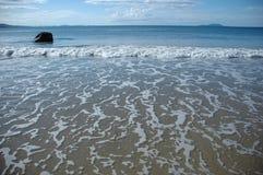 Oceano azul no internacional do jurere na praia de Santa Catarina dos florianopolis Imagem de Stock Royalty Free