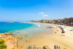 Oceano beira-mar do azul dos hotéis da praia de Kovalam Foto de Stock Royalty Free