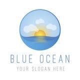 Oceano blu con il Sun Immagini Stock Libere da Diritti