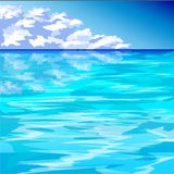 Oceano blu e cielo blu nuvoloso Fotografie Stock Libere da Diritti