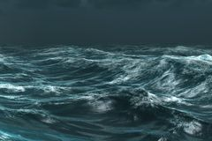 Oceano blu ruvido sotto il cielo scuro Fotografie Stock