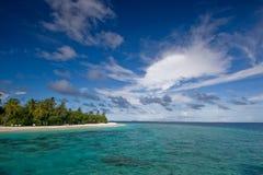 Oceano, cielo ed isola tropicale Fotografia Stock Libera da Diritti