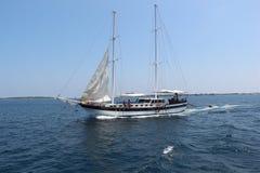 Oceano con la barca. Le Maldive Immagine Stock