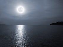 Oceano da noite Fotos de Stock