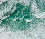 Oceano da vista aérea com ondas fotografia de stock royalty free