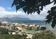 Oceano di trascuratezza dello stagno della roccia Immagini Stock Libere da Diritti