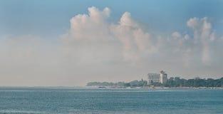 Oceano e cielo blu a Sanur Bali Fotografia Stock Libera da Diritti
