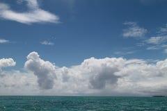Oceano e le nuvole a Zanzibar Fotografia Stock Libera da Diritti