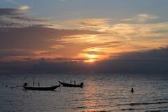 Oceano e por do sol na ilha de Koh Tao Fotografia de Stock Royalty Free