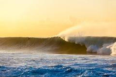 Oceano grande Wave Dawn Surfer Fotografia Stock Libera da Diritti