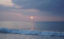 Oceano mágico Nascer do sol sobre o Atlântico Manhã Foto de Stock Royalty Free