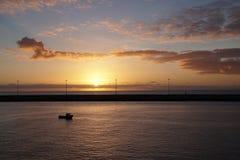 Oceano mágico Nascer do sol sobre o Atlântico Manhã Ondas da ressaca Imagens de Stock Royalty Free