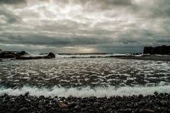 Oceano, mar, beira-mar, tempestade, dia, cinza, tempo da cama Foto de Stock