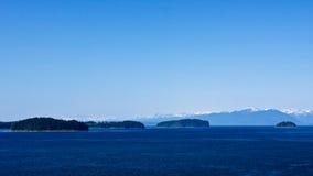 Oceano, montanhas, florestas fotos de stock