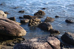 Oceano nas rochas Imagem de Stock