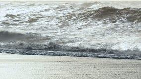 Oceano nero dell'Islanda della spiaggia stock footage