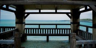 Oceano oltre il gazebo immagine stock libera da diritti