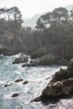 Oceano Pacífico e litoral lindo de Califórnia foto de stock
