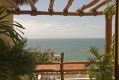oceano Pacifico alla finestra tropicale fotografie stock libere da diritti