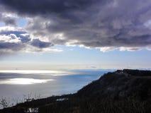 Oceano Pacifico dell'Alaska un giorno nuvoloso Immagine Stock