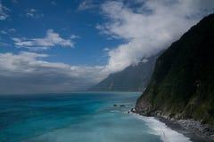 Oceano Pacifico e montagne Immagine Stock