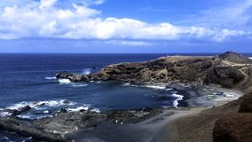 Oceano, rochas e praia preta perto do EL Golfo, Lanzarote, Ilhas Canárias Imagem de Stock