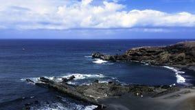 Oceano, rochas e praia preta perto do EL Golfo, Lanzarote, Ilhas Canárias Fotografia de Stock