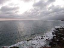 Oceano tormentoso e céus Imagens de Stock Royalty Free