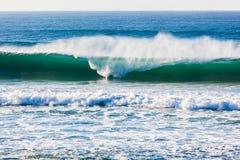 Oceano Wave che rompe lo spruzzo di forma Immagine Stock Libera da Diritti
