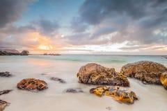 Oceanscape no nascer do sol imagem de stock