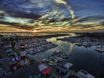 Oceansidehamn på solnedgången Arkivbild