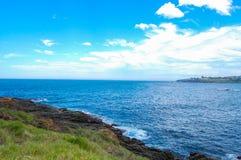 Oceansidesikten med molnig himmel på Wollongong, New South Wales, Australien royaltyfri fotografi