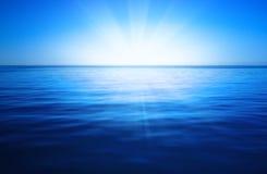 oceanu błękitny niebo Obrazy Royalty Free