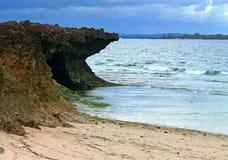 Oceanu Indyjskiego wybrzeże. Plaża. Ocean Indyjski. Afryka, Mozambi Obrazy Royalty Free