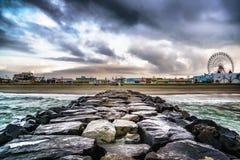 Oceanu miasta Boardwalk od Kamiennego Jetty Zdjęcie Stock