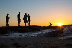 Oceanu odpoczynku zmierzchu ludzie Obraz Royalty Free
