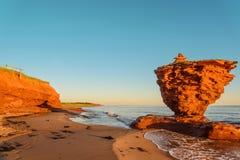 Oceanu wybrzeże przy wschodem słońca Zdjęcie Royalty Free