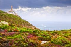 Oceanu wybrzeże z latarnią morską Obraz Royalty Free