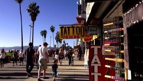 Oceanwalk en la playa California LOS ÁNGELES de Venecia metrajes