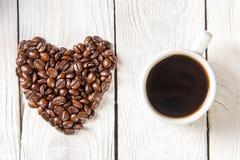 Och bönor för en kopp kaffe Arkivbild