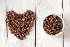 Och bönor för en kopp kaffe Arkivfoton