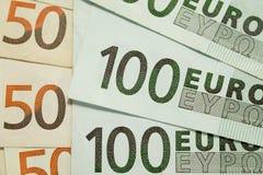 50 och 100 euroräkningar Arkivbild