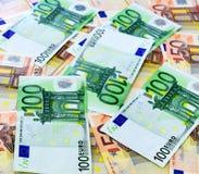 50 och 100 euroräkningar Arkivfoto